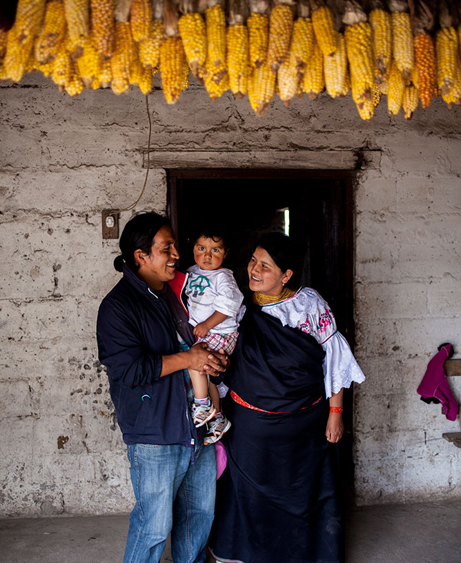 Artisans Luis & Marina in Ecuador